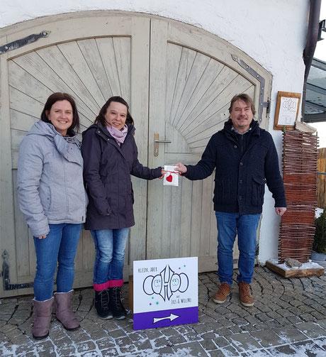 Moni Poller und Iris Drokan bei der Spendenübergabe an Alois Fruth (Text und Bild: privat)