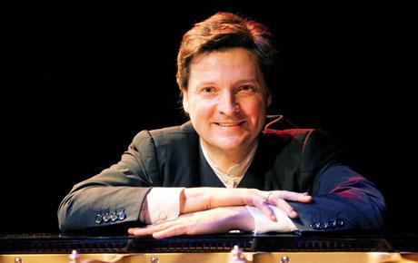 Der renommierte Pianist und Dirigent Chrisoph Soldan ist am 18. Oktober zu Gast in Helmstedt. Foto: Berhard Zinnau