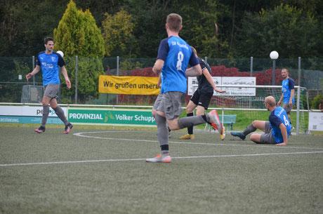 Auswärtssieg für die erste Mannschaft beim FC Freier Grund III, Bild: Tim Nebe