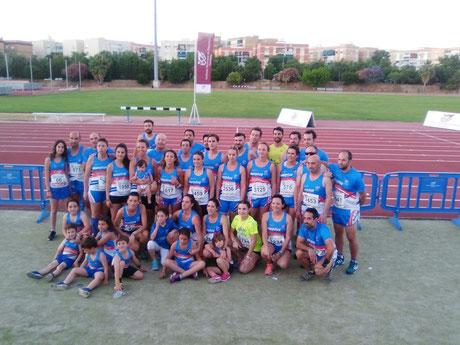 Parte de los 140 atletas del Club Maratón Lucena desplazados a la capital cordobesa.