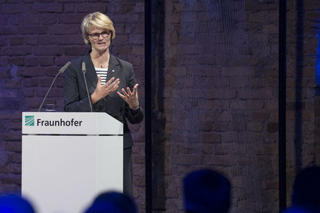 Anja Karliczek bei der Fraunhofer-Jahrestagung