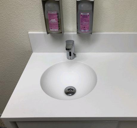 Handwaschbecken aus HiMacs Mineralwerkstoff, fugenlos mit Platte verklebt