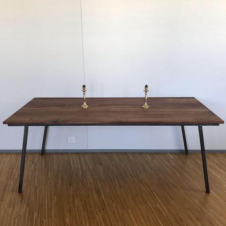 Kinderfreundlich Öl Massivholz Tisch Nussbaum Metallgestell