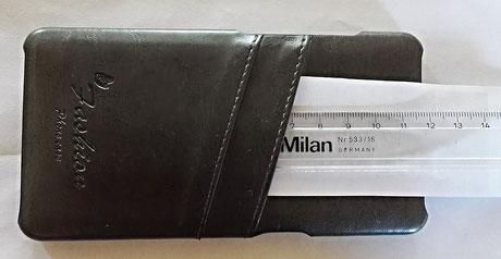 Die zweite Tasche der tinxi PU Kunstleder Handyhülle ist 7,5cm tief.