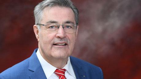 Horst Schönfeld, Vorstandsvorsitzender der Kreissparkasse Augsburg, konnte am 1. Sep-tember sein 50-jähriges Dienstjubiläum feiern. Foto: Kreissparkasse Augsburg