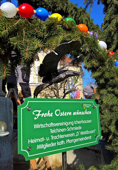 geschmiedeter Vogel am Osterbrunnen