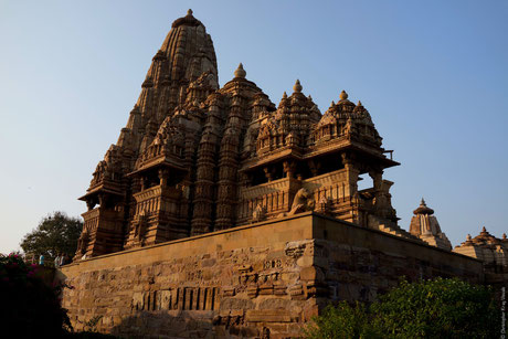 khajuraho_temple_painter_s_blog