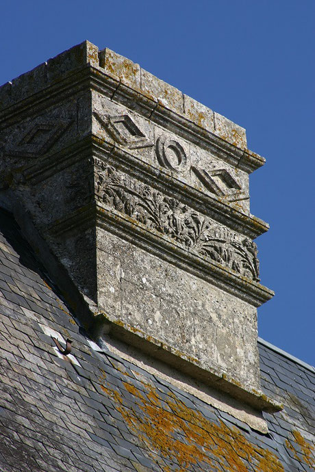 enaissance style chimney - Chateau Saveilles - Saveille - Group Castle Tour - Family Castle Tour - Renaissance Castle