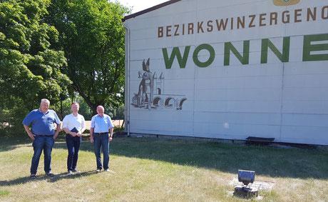 MdB Jan Metzler (Mitte) informiert sich beim BWG-Vorsitzenden Dr. Gerhard Schilling und bei BWG-Geschäftsführer Norbert Kießling (v.li.). Foto: BWG/Schilling