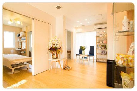 天然白無垢の床材、波動を整えた施術場所を提供|ひびきのカイロプラクティック