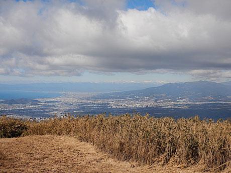 玄岳山頂より田方平野、駿河灘、愛鷹山、南アルプス