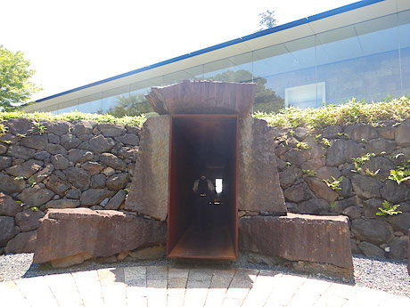 冬至光遥拝隧道入り口
