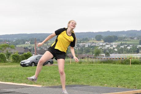 Ein idealer Tag für Sport, findet hier auch Salome Landolt beim Wurf.