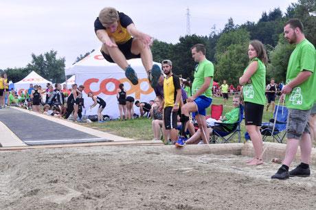 Hoch hinaus: Dominic Streiff bei seinem Sprung auf 5.95m