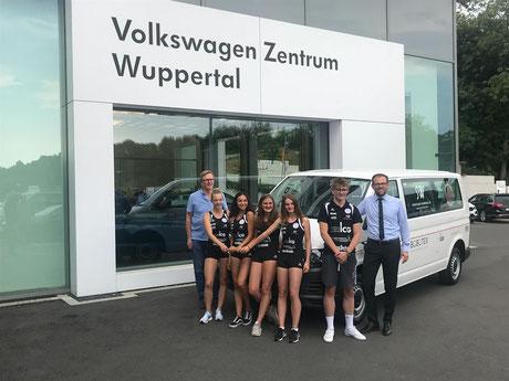 Fahrzeugübergabe beim Volkswagen Zentrum Wuppertal