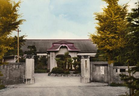 宗像高校 旧木造校舎の玄関前 カラー撮影