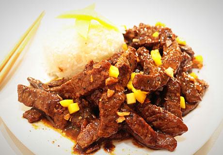 Chinesische Rindfleisch in Mango Knoblauch Sauce