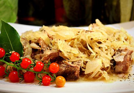 Russisches Geschmortes Sauerkraut mit Fleisch