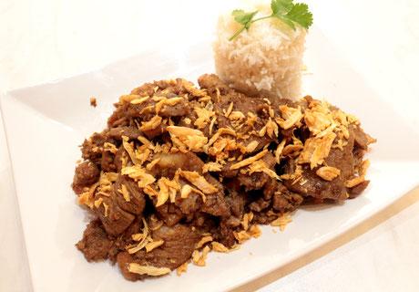 Thai Mu Kratiam Schweinefleisch in Knoblauch