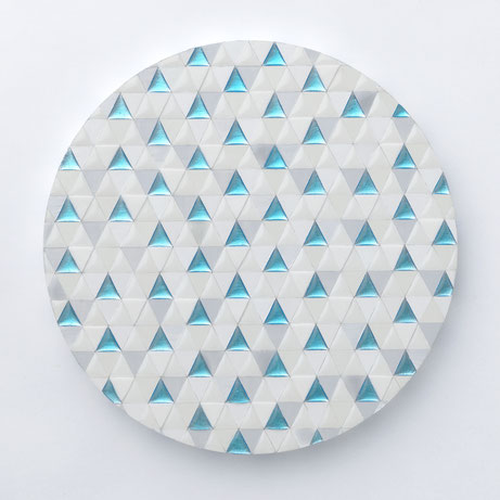 Triangles -Becoming One with Nature-   Φ22.7cm  使用画材/ カルサイト、水晶、樹脂、アルミニウム箔、アクリル絵具