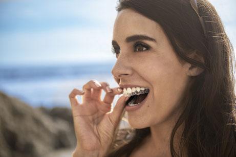 Invisalign: Die unsichtbare Zahnspange macht Zähne gerade