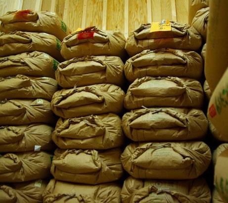 ▲低温倉庫で保管している玄米