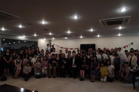 壮行会の最後に撮った日本代表メンバーとサポーター(?)の皆さまを交えての集合写真。