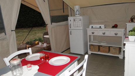 Tente lodge luxe bord étang dordogne etang de bazange