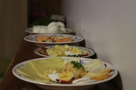 Käseteller beim Rettich und Käse-Essen in Wörnitz