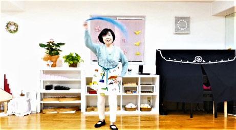 ご家庭でリトミックを楽しむことができるようにスカーフを使った活動を動画で紹介しました。