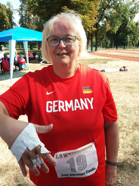 Claudia Ernst-Offermann ließ sich aber von der Verletzung nicht abhalten, gute Leistungen abzuliefern.