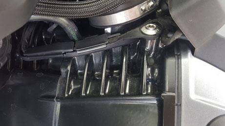 r1250gs エンジンフィンのシミ