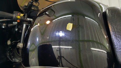 R100RSのタンクの傷 古いバイクの傷 BMWのバイク磨き