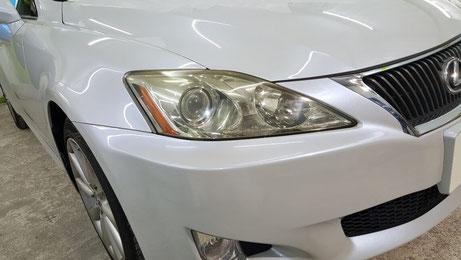 ヘッドライトが黄ばんで汚れて見えるレクサスIS