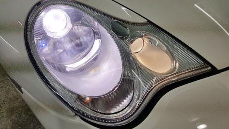 綺麗になったポルシェ996のヘッドライトは新品の透明感