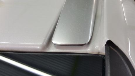 V90のルーフモールの汚れ除去 艶改善 埼玉の車磨き専門店
