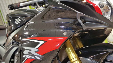 カウルの艶が向上 GSX-R750 バイク磨き