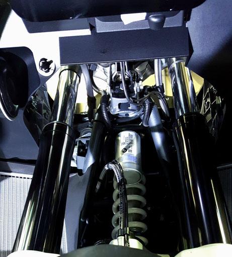 R1200GSアドベンチャー・トリプルブラックのサスペンションのコーティング 埼玉のバイク磨き専門店