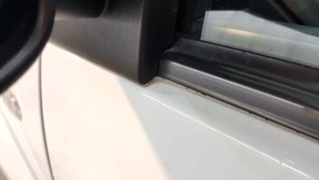 トゥインゴR.S.のゴムモール隙間の黒ずみ汚れ