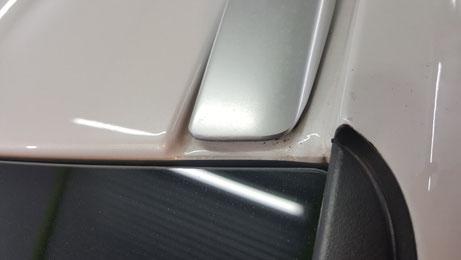 V90のルーフモール・レールの汚れ・黒ずみ