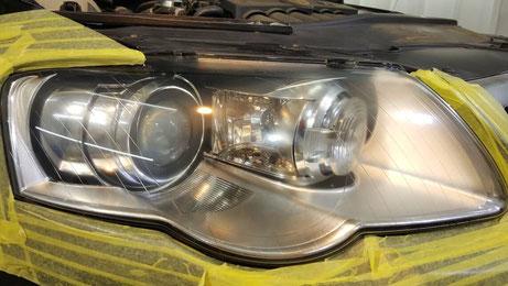 パサートR36のヘッドライト磨き後の透明感が向上 ライトの白濁を改善