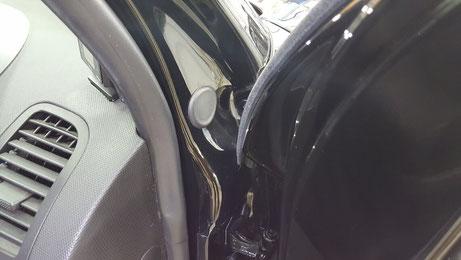 ルポGTIのドア内の汚れ除去 埼玉の車磨き専門店 濃色車の水垢除去