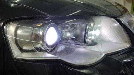 パサートR36のヘッドライトのひび・傷・黄ばみ除去 ヘッドライト磨き 埼玉の車磨き専門店・アートディテール