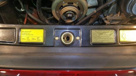 930ターボ エンジンルームの白ボケ