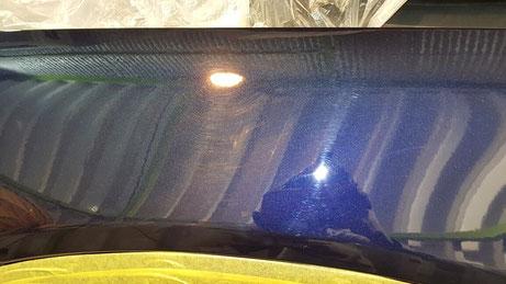 ベンツGLCの傷 濃色車 濃紺 洗車傷 白ボケ カバンサイトブルー