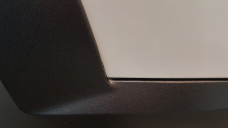 ボルボV90のフェンダー隙間の黒ずみ汚れを除去