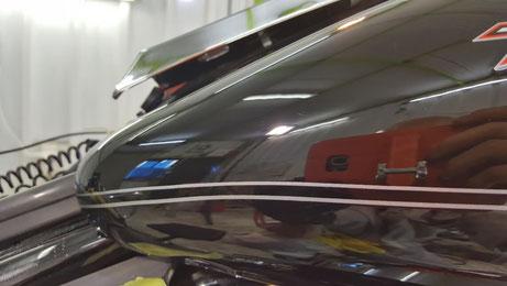 ハーレー・ロードキングのタンクの傷除去 埼玉のバイク磨き専門店