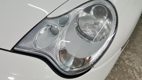 ポルシェ996のヘッドライト磨き後の透明感 古いポルシェのヘッドライトコーティングは埼玉の車磨き専門店 丁寧な磨き屋・アートディテール