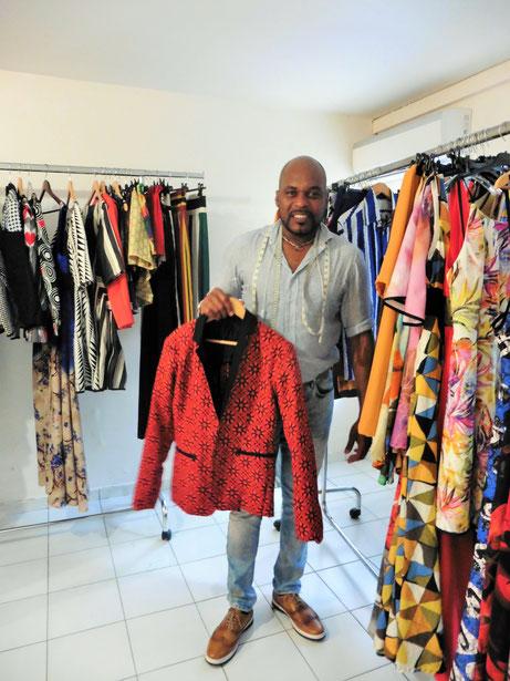 La veste qu'elle soit pour femmes ou hommes est une pièce maîtresse des collections de Daniel Garriga.