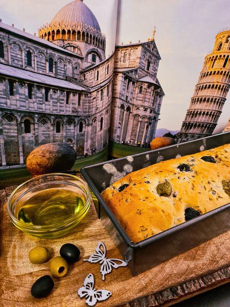 Leckeres Olivenbrot mit frischen Oliven
